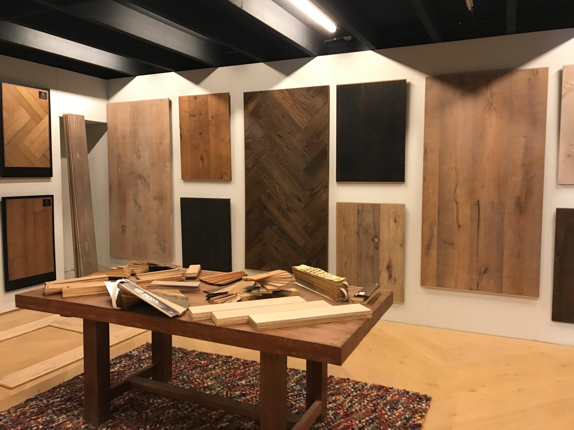Inspiratietafel en stalen van houtenvloeren Showroom van 600m2. Bezoek de Vloerenboerderij Weteringbrug. Uw Specialist in houten vloeren