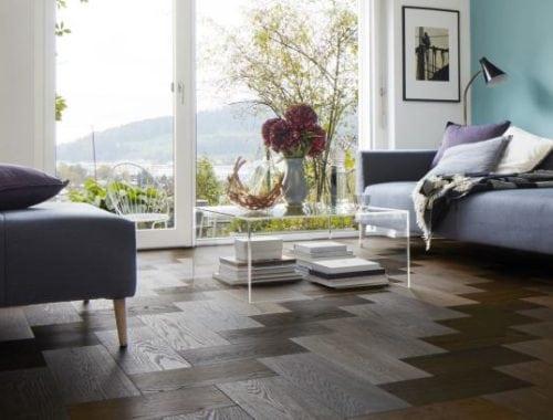 Moderne eiken houten vloer donker geolied