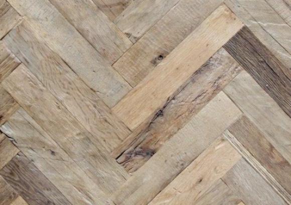 Visgraat parketvloer echt oud hout ongeolied